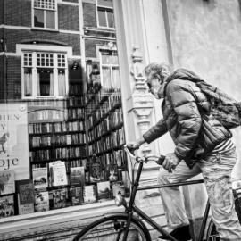 Fietser voor boekwinkel